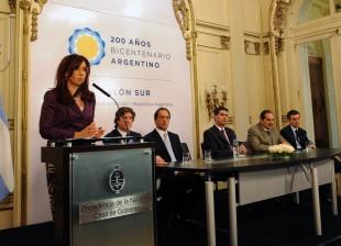 Cristina en la firma del convenio de desendeudamiento provincial