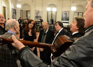 Cristina recibió a autores y compositores miembros de SADAIC