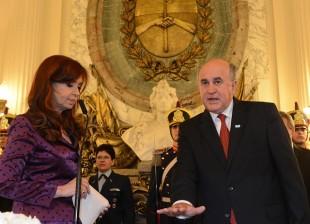 Cristina tomó juramento a Oscar Parrilli como nuevo titular de la Secretaría de Inteligencia.