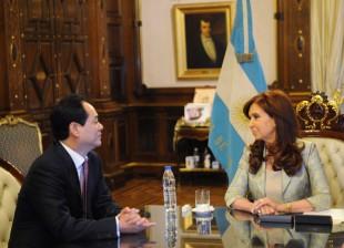 Cristina recibió las cartas credenciales del embajador de China