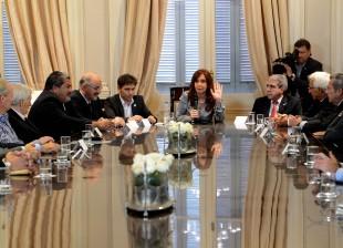 Cristina recibió a gremialistas y empresarios que acordaron convenios salariales.